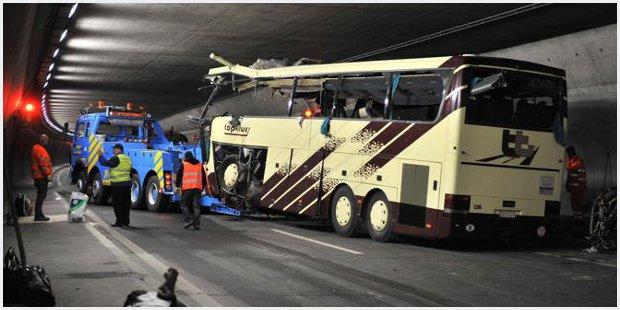 Bambini morti nel pulman dopo incidente in tunnel in Svizzera