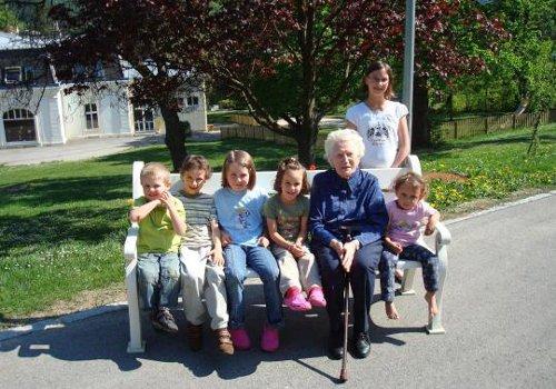 Invecchiare senza figli: il problema del mondo