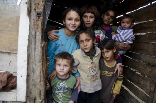 Bambini orfani abbandonati est europa