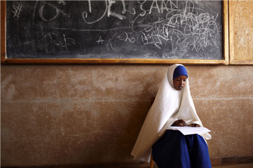 Bambina a scuola in Africa