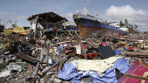 tifone nelle Filippine ecco come aiutare