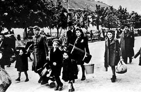 L'arrivo di alcuni bambini ebrei a Terezin (da Jewishvirtuallibrary.org)