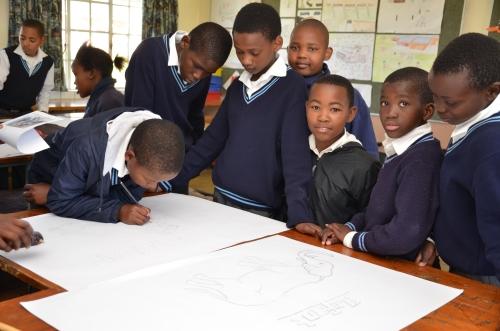 I bambini di Mthatha a scuola (foto dagli archivi di SOS)