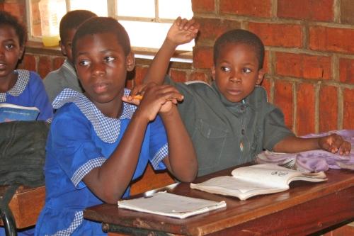 I bambini del Villaggio SOS di Lilongwe a scuola (dagli Archivi di SOS)