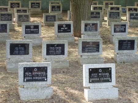 Il cimitero di Terezin (da Jewishvirtuallibrary.org)