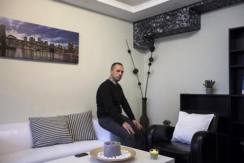 Kamal nel suo ufficio di Malmo