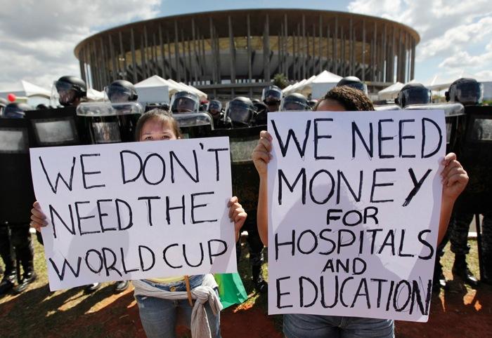 Brasile e Mondiali di Calcio: cacciati dalle favelas